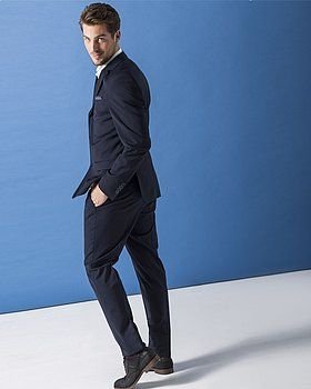 For a long time, blue dress shoes were a no-go in the fashion world. No longer!